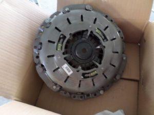 Kit Frizione Completo per BMWSerie 1 - OEM BMW: 21207587369 21207568572 21207556563 - Spingidisco Visione Frontale