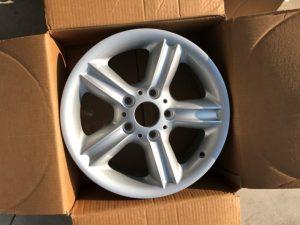 Cerchio in Lega BMW Serie 3 R16 Originale è Nuovo - Codice OEM: 36111096138 - Vista Prodotto