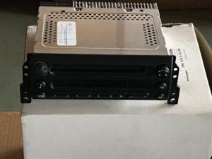 AT radio con CD per Mini Cooper - OEM: 65129115662 frontale