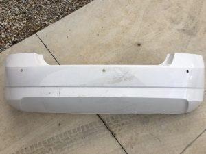 Il paraurti posteriore Skoda Fabia II - Lato esterno con visione fori