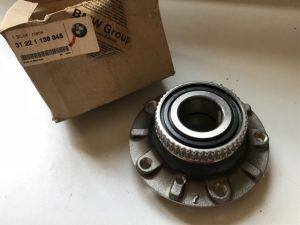 Mozzo ruota anteriore destro per Serie 5 E34 - OEM 31221139345 - 31221139348 - 31221468926