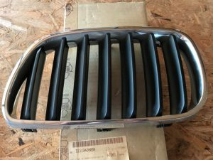 Griglia anteriore destra per X3 E83 - Codice OEM 51113420090