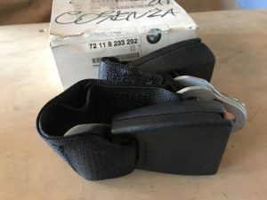 Aggancio posteriore destro per Serie 3 E46 - Codice OEM: 72118233292