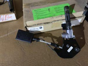 Aggancio cintura anteriore destro per Serie 7 E38 - OEM 72118221010 - 72119071876