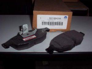 Pastiglie freno anteriori per Chrysler Sebring - OEM: 05018942AA