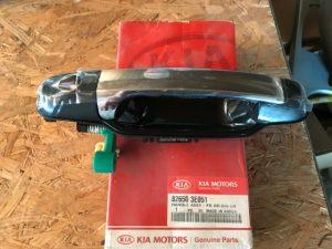 Maniglia anteriore sinistra Kia Sorento BL - Codice OEM: 826503E051