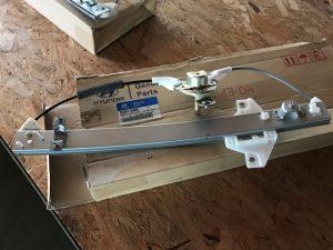 Alzavetro posteriore sinistro Accent LC - Codice OEM: 8340125000 83401-25000 -