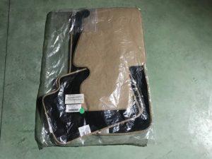 Kit tappeti color beige per Serie X3 E83 - Codice OEM: 99990307729 -