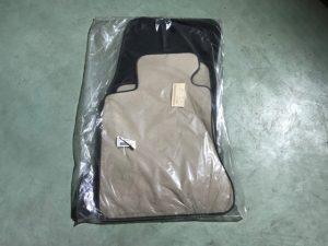 Kit tappeti beige bordo nero Serie 5 E60 - Codice OEM: 99992147451 -
