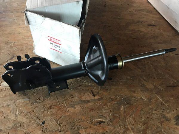 Ammortizzatore anteriore sinistro Carisma DA0 - Codici OEM: MR369005 -
