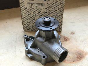 Pompa Acqua per Serie 7 E32 Berlina 730i - Codice OEM: 11511720893 11519070760