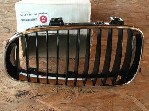 Griglia anteriore sinistra lucido nero Serie 1 E88 - Codice OEM: 51137322209 - Serie 1 [E88; E82] - Autoservices 4WD BergamoGriglia anteriore sinistra lucido nero Serie 1 E88 - Codice OEM: 51137322209 -