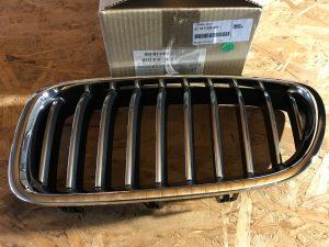 Griglia anteriore sinistra cromata Serie 5 F10 - Codice OEM: 51137336477 51137412323 -