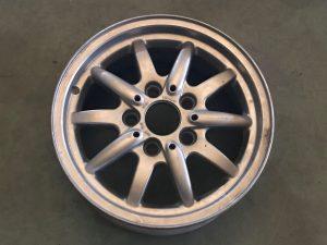 Cerchio in lega R15 per Serie 3 Touring E36 - OEM: 36111182608